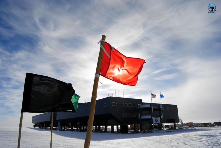 Amundsen-Scott South Pole Station - Nikon D3000, 18mm, f11, 1/500