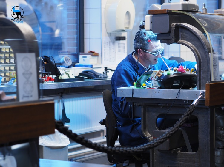 A diamond maker in Amsterdam - Olympus OM-D EM10 with M.Zuiko 45mm/F1.8 prime lens @ 45mm (90mm equivalent) F2.5, 1/15, manual white balance