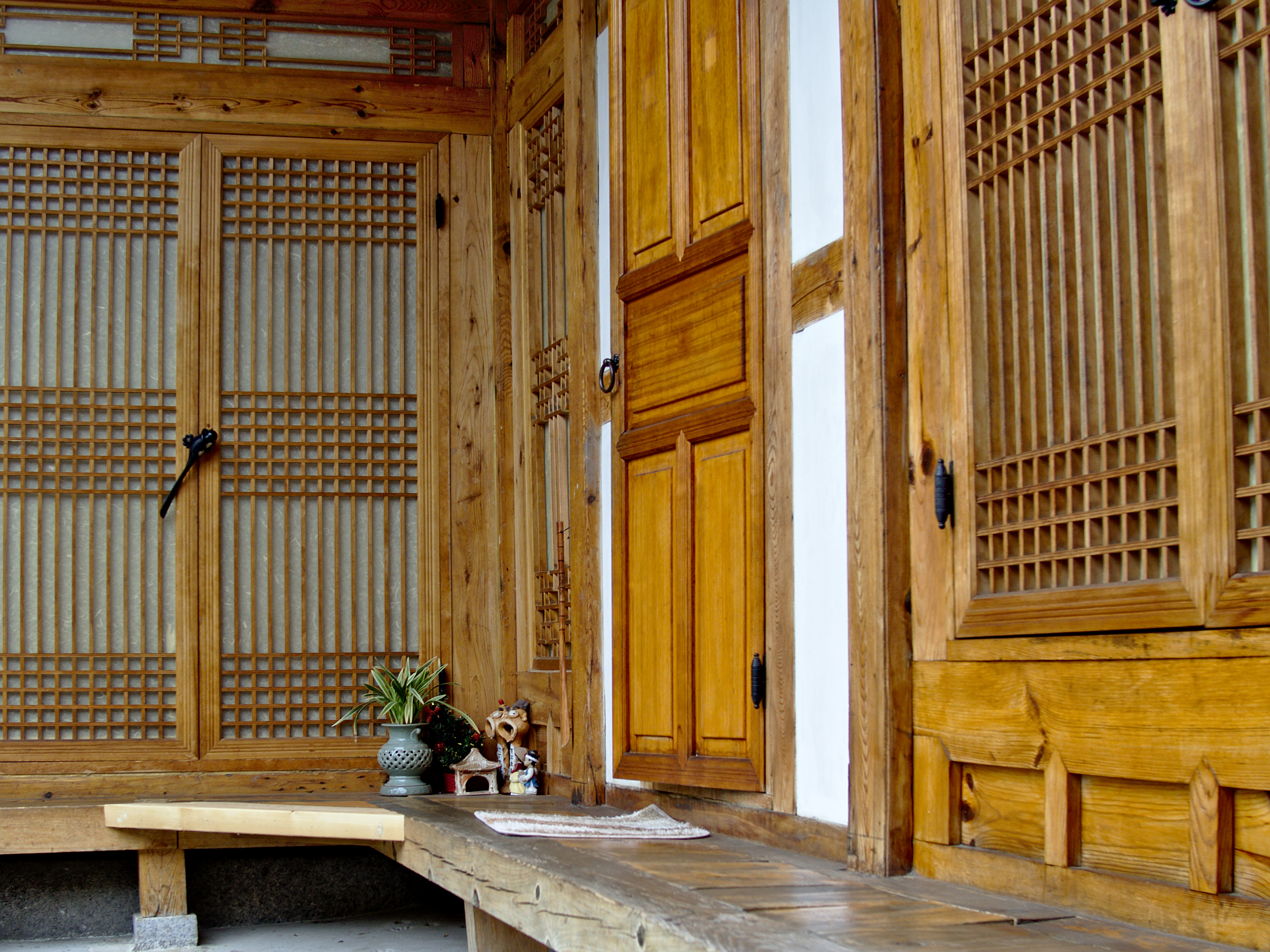 Sleeping in a traditional korean house perelincolors for Traditional korean kitchen