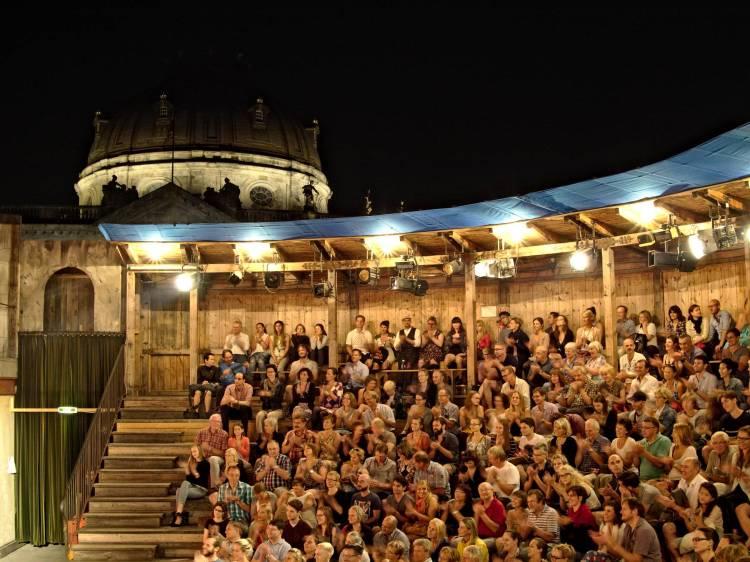 Monbijou Theatre, Berlin - F5.5, 1/3 sec, ISO 800
