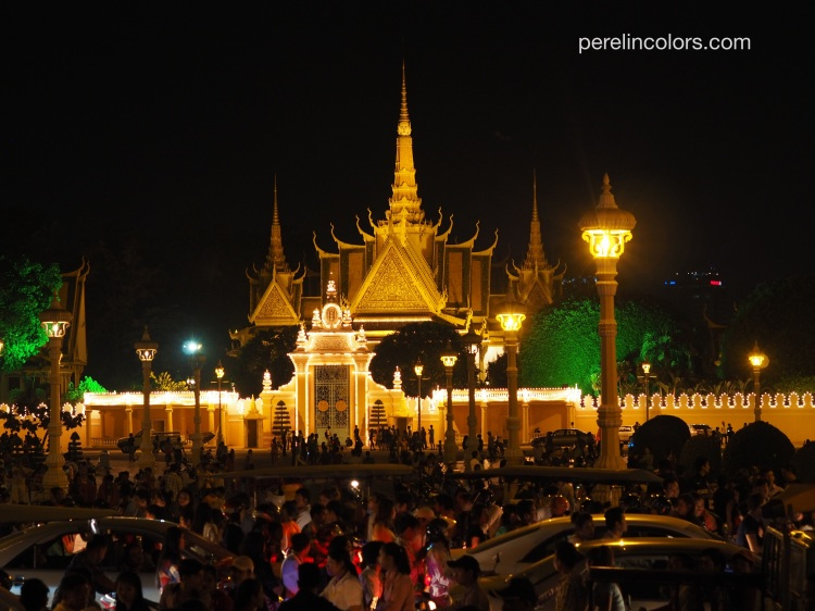 Phnom_Penh_Crowd_New_Years
